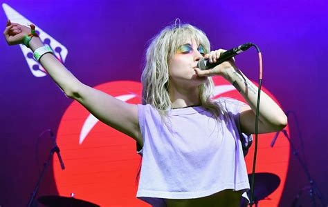 Paramore's Hayley Williams speaks out on suicide