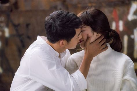 TRENDING] Song Hye Kyo Cried Tears Of Joy When Song Joong