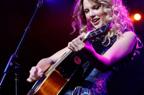 Taylor Swift Announces Second Leg Of 'Fearless' Tour
